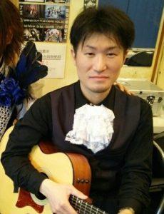 カサメミュージックスクールギター科講師、坂本和哉先生の写真