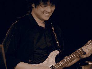 カサメミュージックスクールギター科講師、前野直也先生の写真