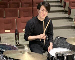 カサメミュージックスクールドラム科講師、粟野耀太先生の写真