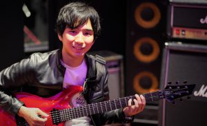 カサメミュージックスクールギター科講師、松葉健大先生の写真