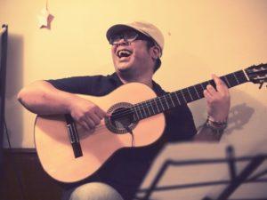 カサメミュージックスクールギター科講師、菅又健先生の写真