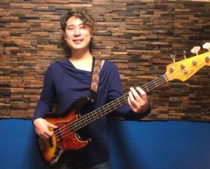 カサメミュージックスクールベース科講師、宮本旭先生の写真