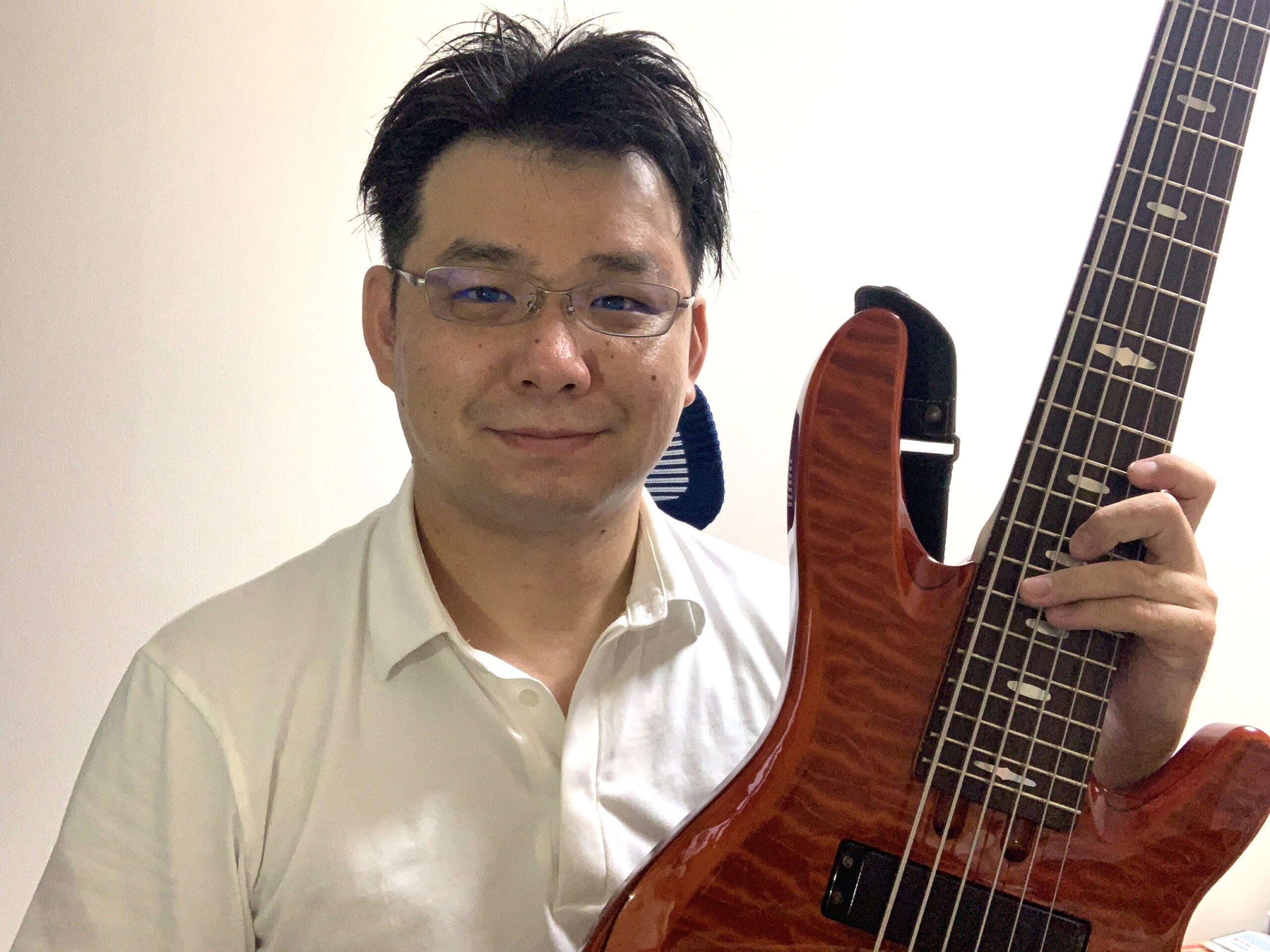 カサメミュージックスクールベース科講師、奥村和哉先生の写真